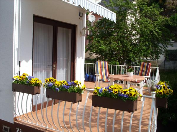 Ruim balkon met zonnescherm appartement