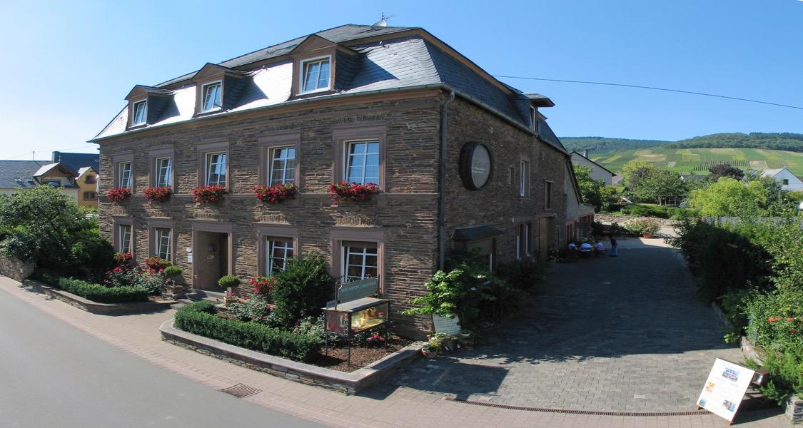 Weinhof Gassen in Krov